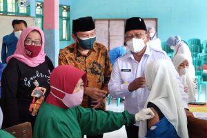 Anggota Komisi IX DPR Fraksi PPP, Anas Thahir, mengadakan acara launching vaksin covid 19 untuk 7000 warga di kabupaten Banyuwangi